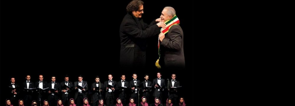 Azerbaijani Singer Qasimov Honored by Shahram Nazeri