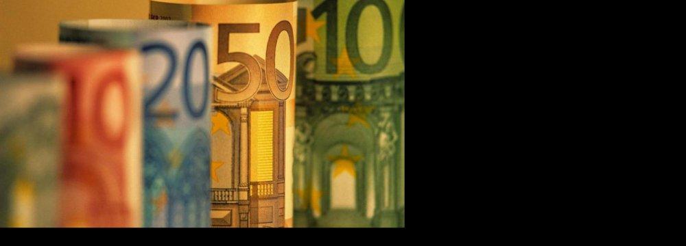 Dollar Falls Against Rial