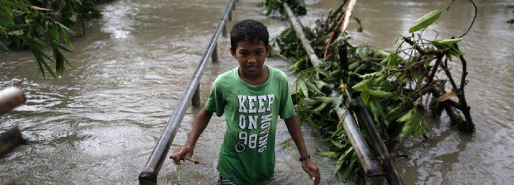 Philippines Typhoon Kills 4