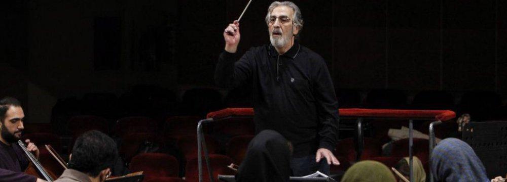 Fereydoun Shahbazian rehearsing with Iran's National Orchestra