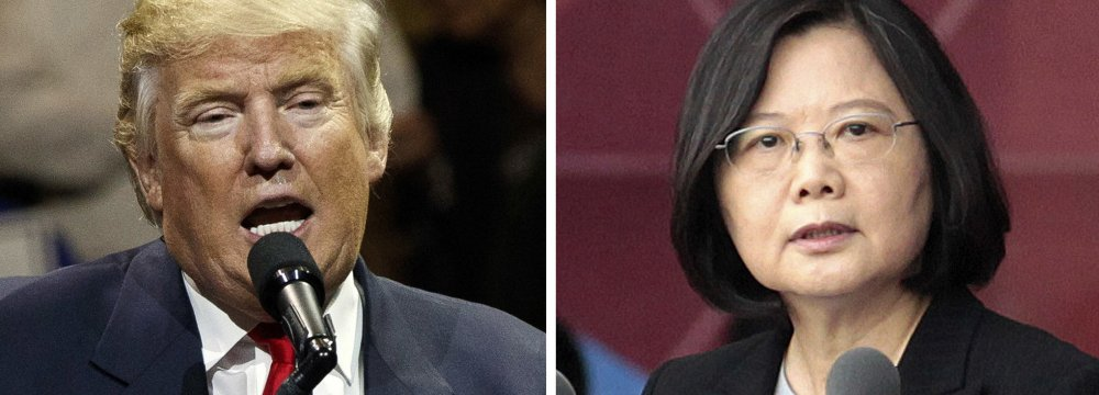 US president-elect, Donald Trump (L), spoke directly with Taiwanese President Tsai Ing-wen.