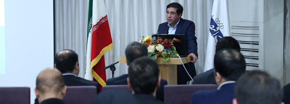 Ali Reza Bakhtiari address the inauguration of  'Donya-e-Bourse' website in Tehran in the presence of capital market stakeholders.