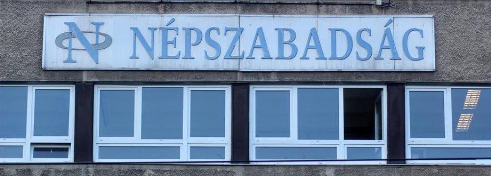 Anti-Gov't Paper Shuts Down in Hungary
