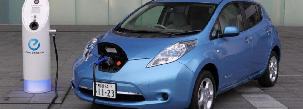 Sale of Nissan Leaf Falls 22%