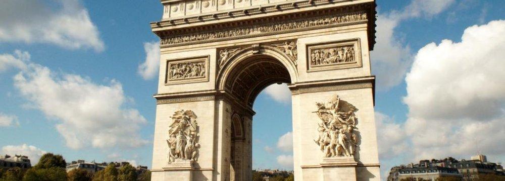 84m Tourists Visit France
