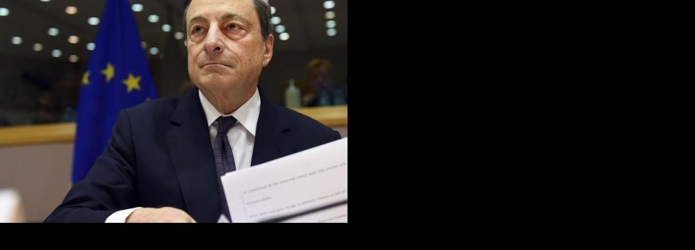 ECB Chief Says Obeys Law, Not Politicians