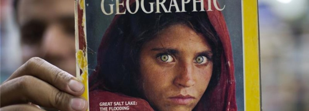 """Pakistan Deports National Geographic's Iconic """"Afghan Girl"""""""