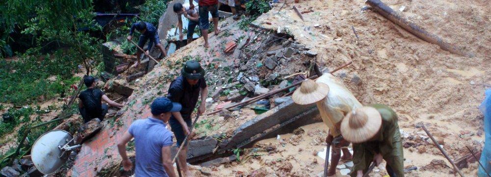 Floods Kill 15  in Vietnam
