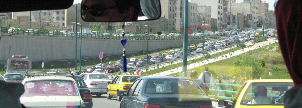 Unlicensed Cabs Add to Tehran Traffic Woes