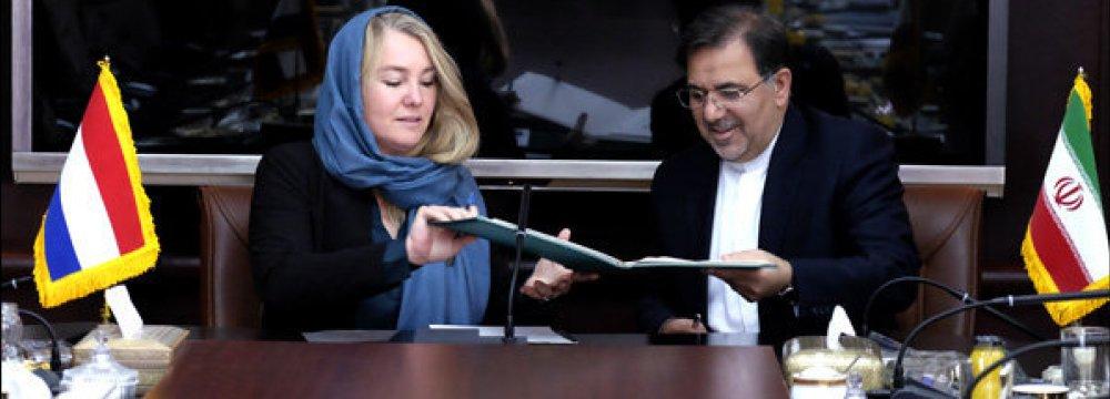 Tehran, Amsterdam Sign Marine Transport Deal