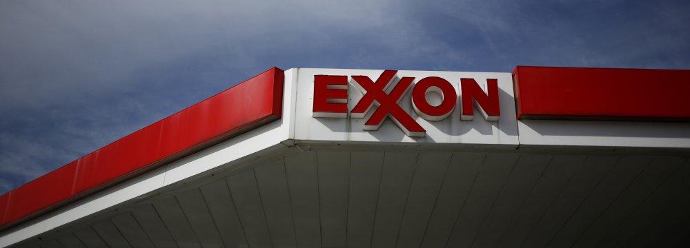 Exxon, Chevron Hit by Low Crude Prices