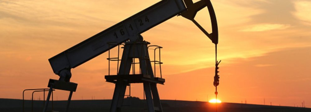 Russia Eyes Record-High Oil Output But Favors Freeze