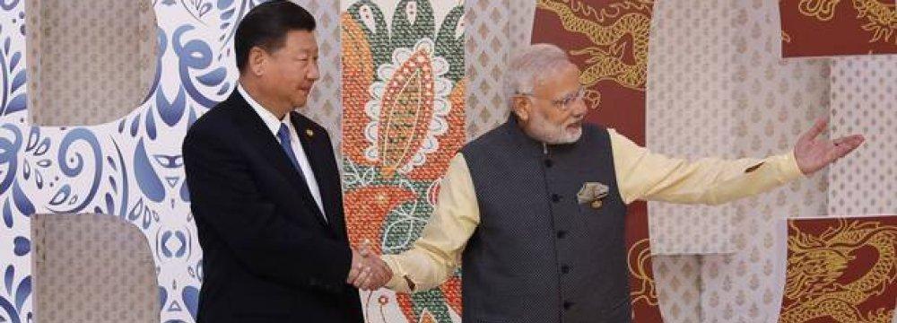 Narendra Modi (R) welcomes Xi Jinping