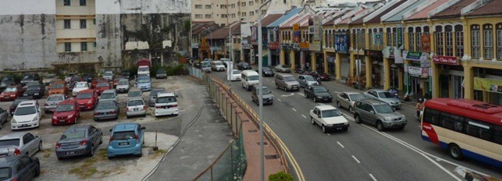 Malaysia's Razak Vows to Restrain Budget Deficit