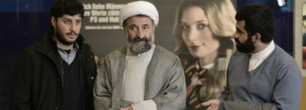 Javad Ezzati (L) and Mehran Rajabi (C) in 'Paradise'