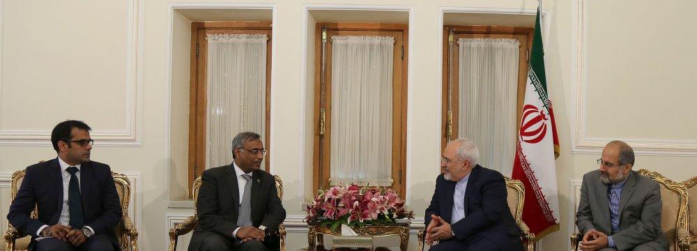 Outgoing Pak Envoy Meets Zarif