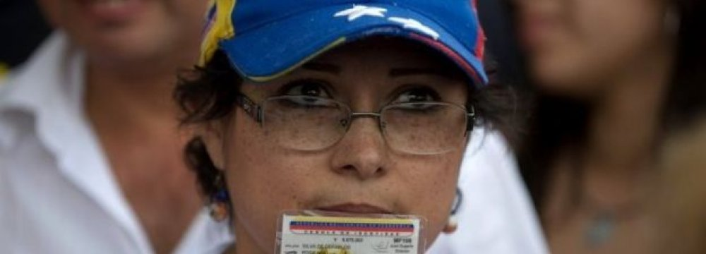 Maduro Goes to Court to Block Referendum