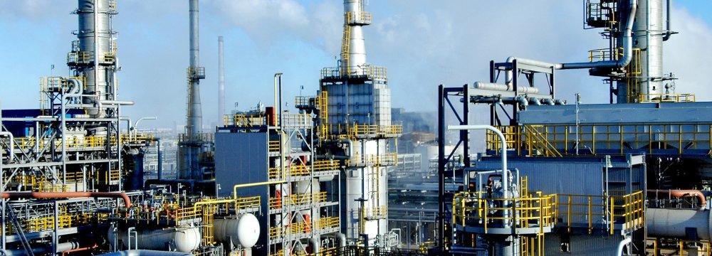 Iran to Seek Investors  for $3 Billion Refinery