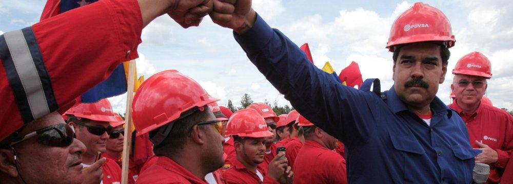 Columbia University: Venezuela Oil Output to Drop in 2017