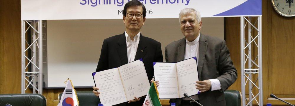 South Korea Bank  Opens Tehran Office