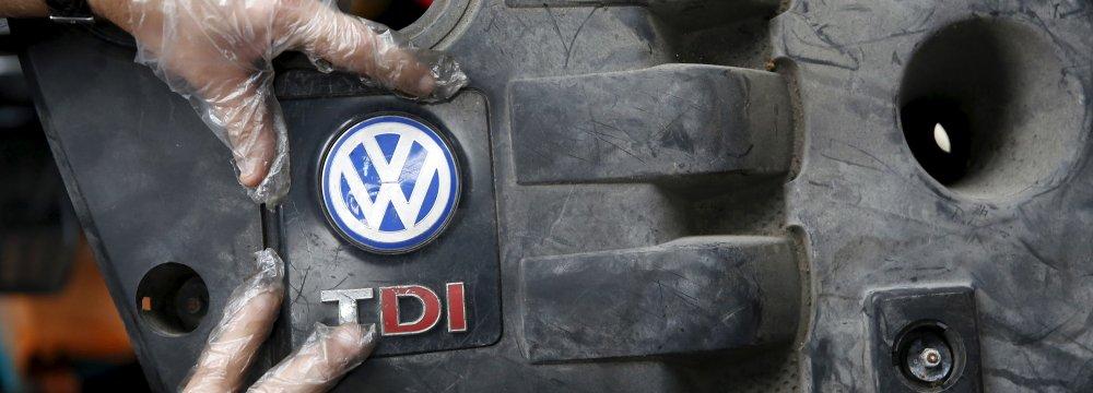 German FinMin Criticizes VW Management Over Bonuses