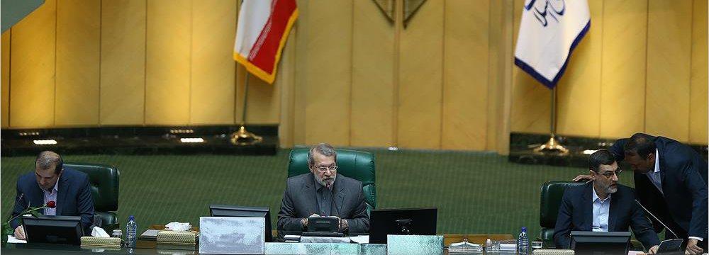 Majlis Speaker Ali Larijani (C)