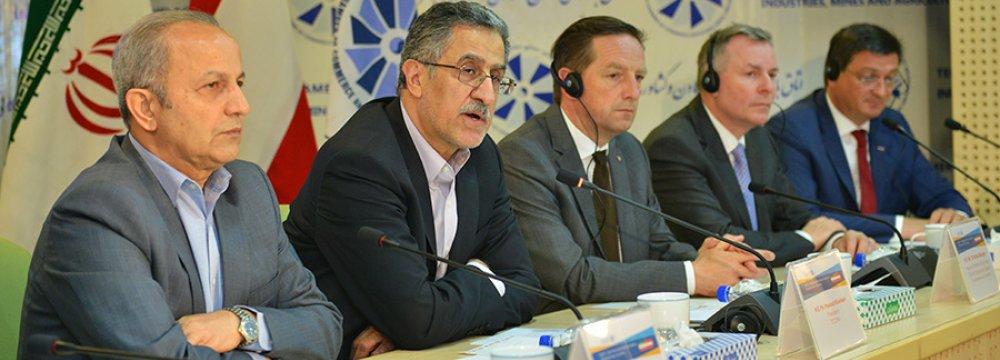 Austria Encouraging Banks to Restart Iran Ties