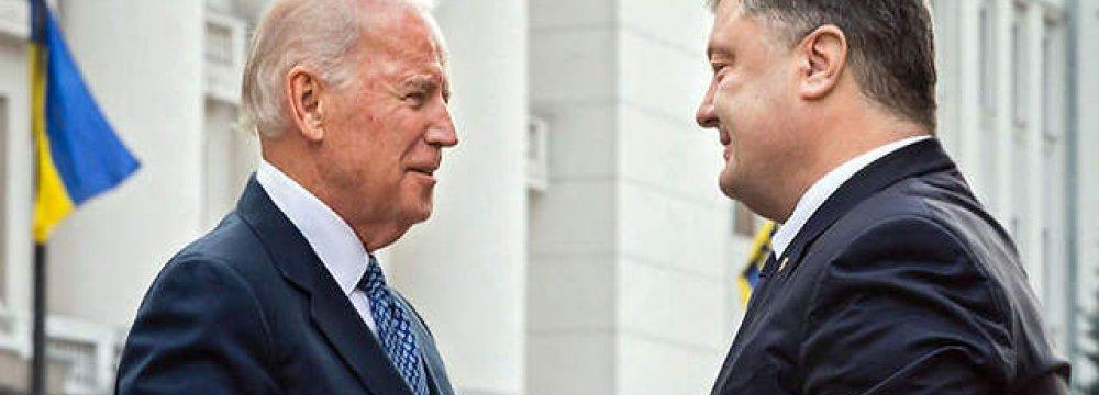 Joe Biden (L) and Petro Poroshenko.