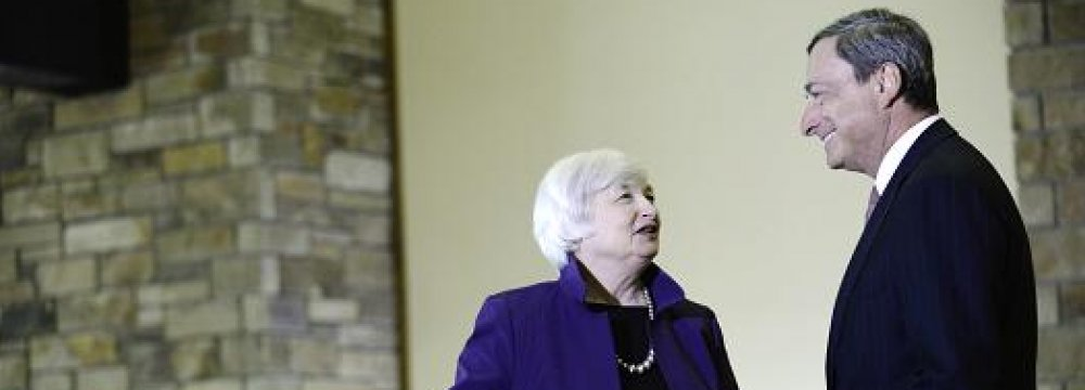 Janet Yellen (L) and Mario Draghi at the Jackson Hole economic symposium in Wyoming in late August.