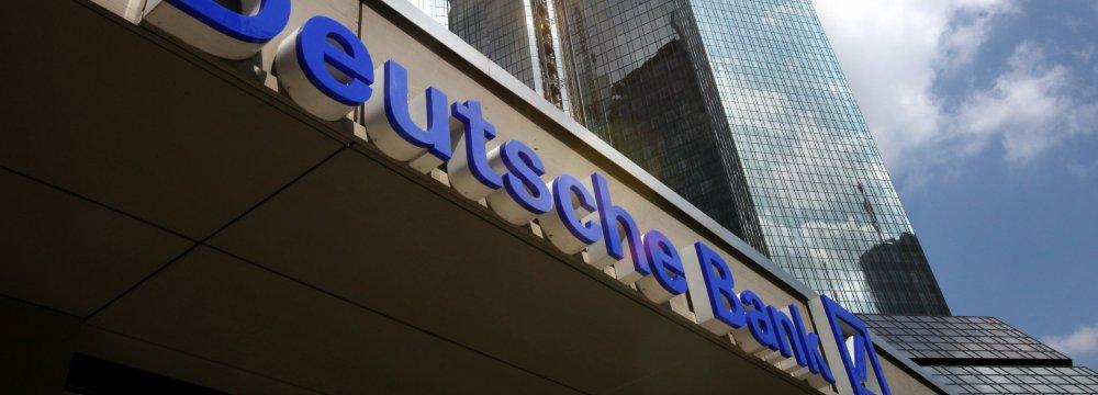 Deutsche Bank Slumps to Record Low